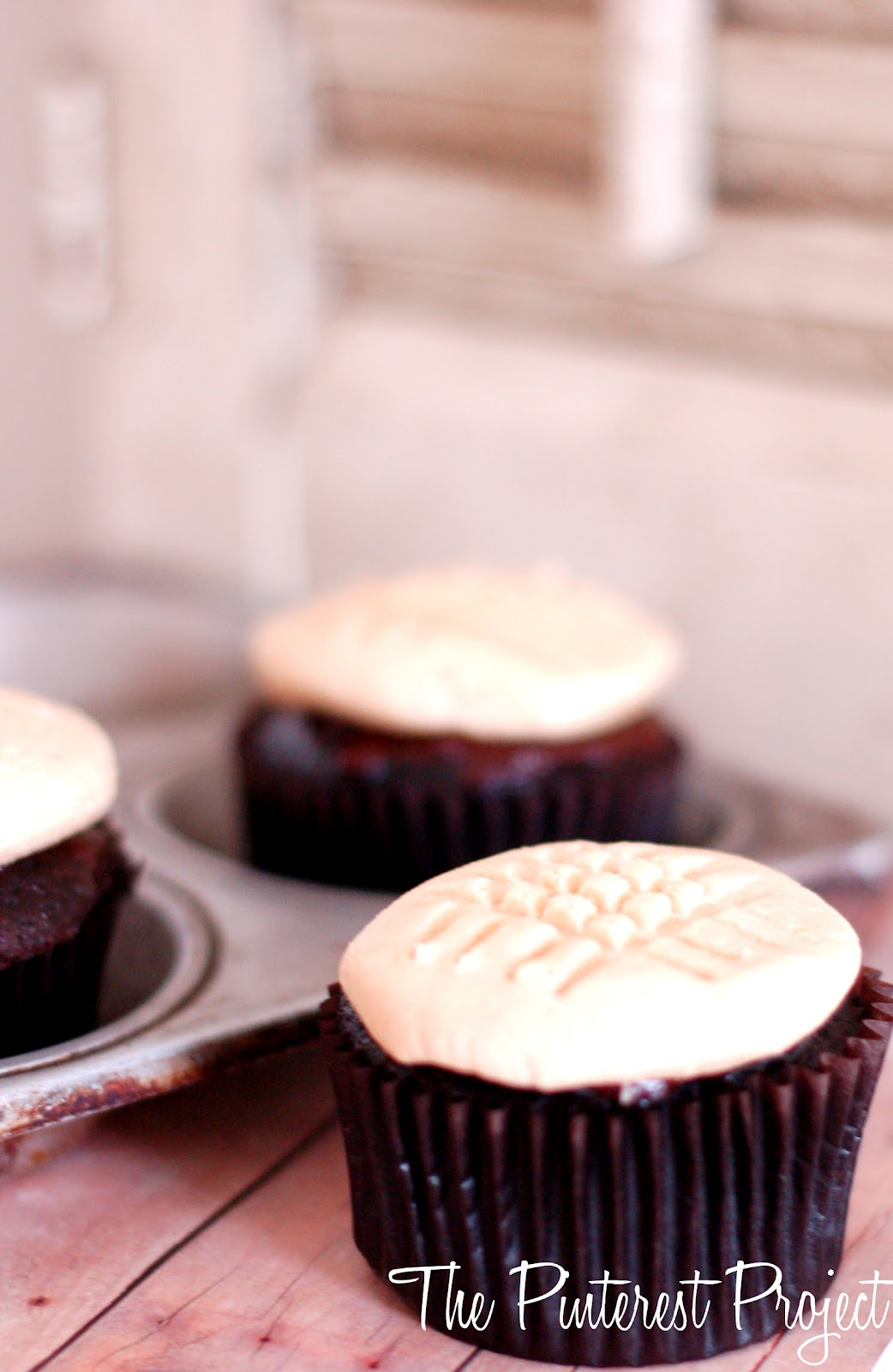 Chocolate Cupcakes with Peanut Butter Cookie Frosting ...